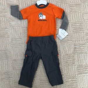 NWT Carter's 2-piece outfit Size 9 months